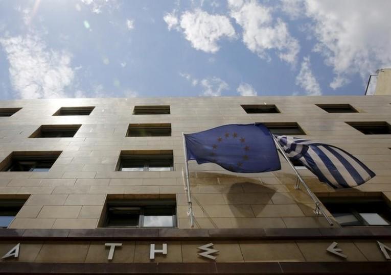 Déclarations contradictoires et démentis n'ont cessé de circuler mardi entre Athènes et Bruxelles, attestant d'une ambiance de profonde défiance dans laquelle baignent les nouvelles négociations sur un troisième plan de renflouement de 86 milliards d'euros. /Photo prise le 11 juin 2015/REUTERS/Yannis Behrakis