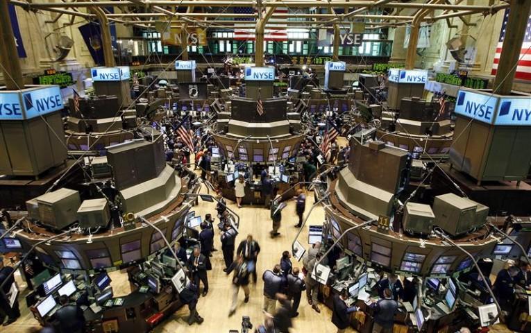 Les investisseurs rêvent peut-être de calme à Wall Street, après l'instabilité de cette semaine, mais ils risquent de déchanter car les raisons pour lesquelles le Dow Jones et le S&P-500 ont réalisé en janvier leur pire performance mensuelle depuis mai 2012 sont toujours présentes. /Photo d'archives/REUTERS/Chip East
